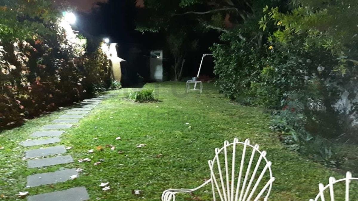 venta casa 4 amb. con jardín en villa ballester. toma ph 3 amb. en parte de pago