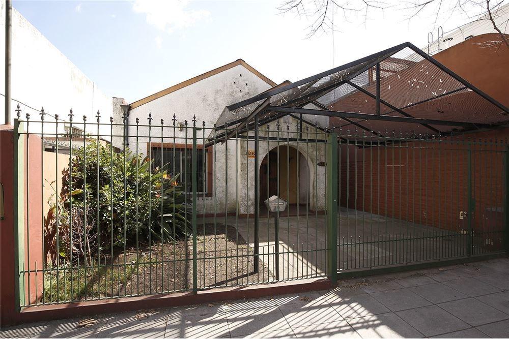 venta  casa 4 amb. con jardín, parrilla y patio