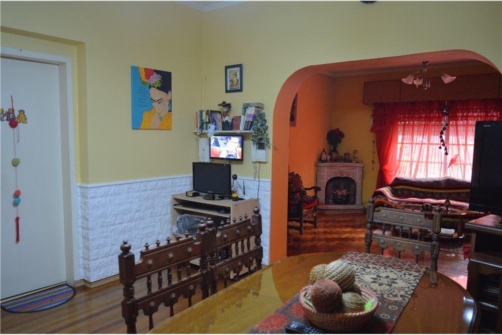 venta casa 4 amb con patio, temperley. permuta