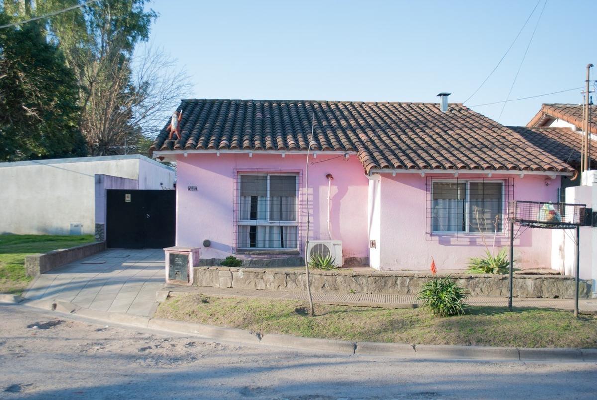 venta casa 4 amb en barrio aeronáutico ituzaingó
