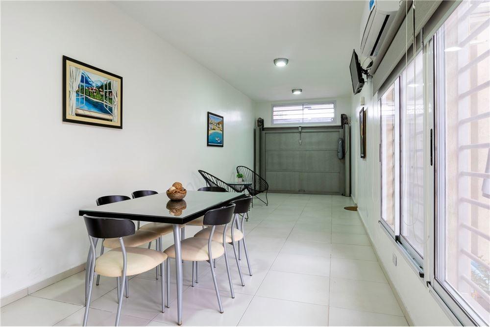 venta casa 4 amb - v. sarmiento - quincho y pileta