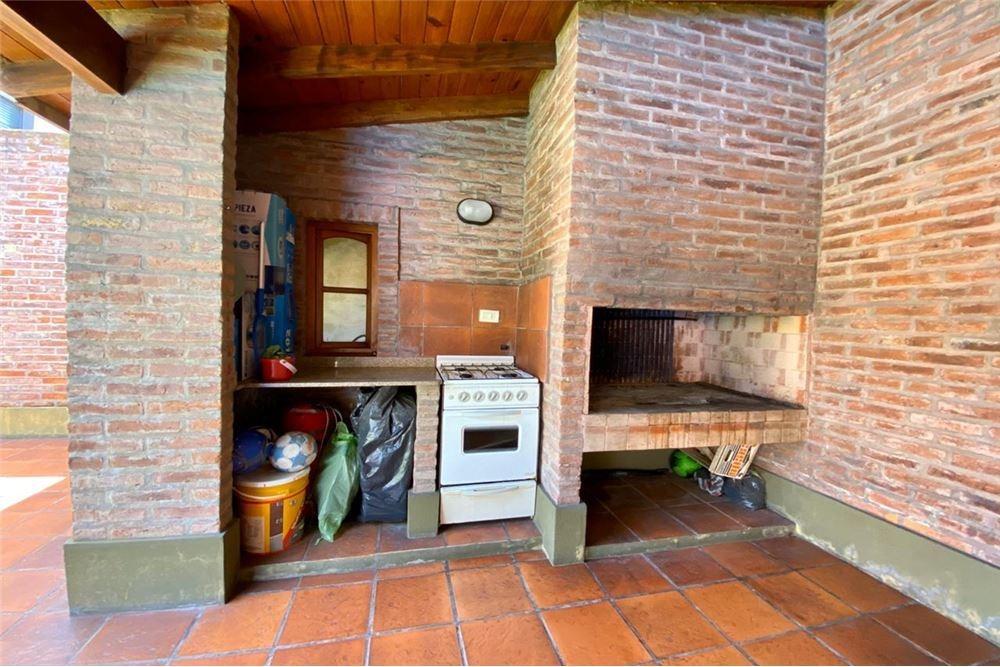 venta casa 4 ambientes 3 dormitorios castelar sur