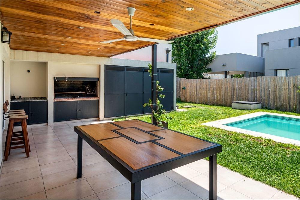 venta casa 4 ambientes barrio los tacos pilar, jar