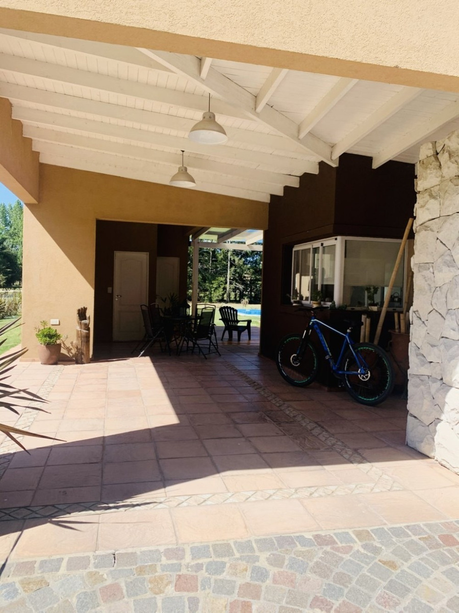 venta casa 4 ambientes c/ piscina y parque, haras del sur 1