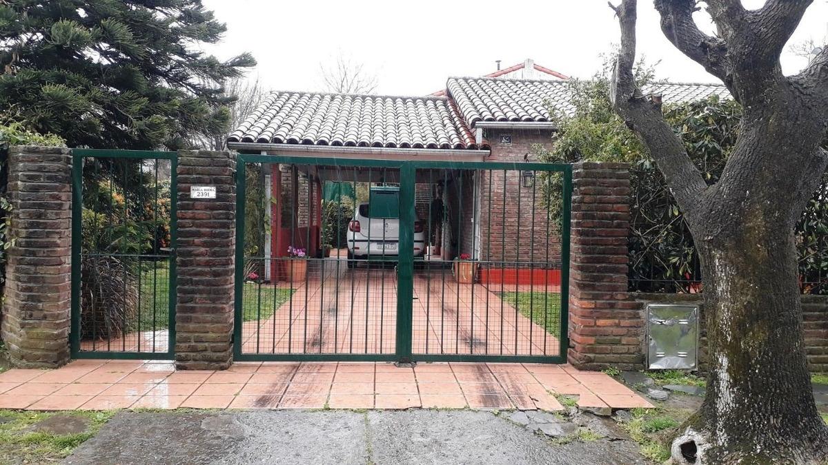 venta casa 4 ambientes c/cochera parque quincho y patio el talar