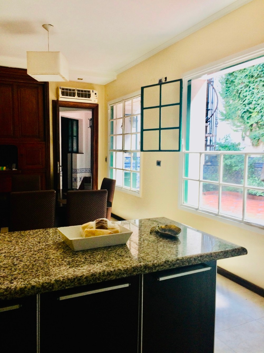venta casa 4 ambientes c/dep de serv cochera y parrilla