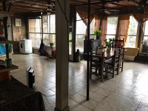 venta casa 4 ambientes con 2 cocheras y jardin en temperley