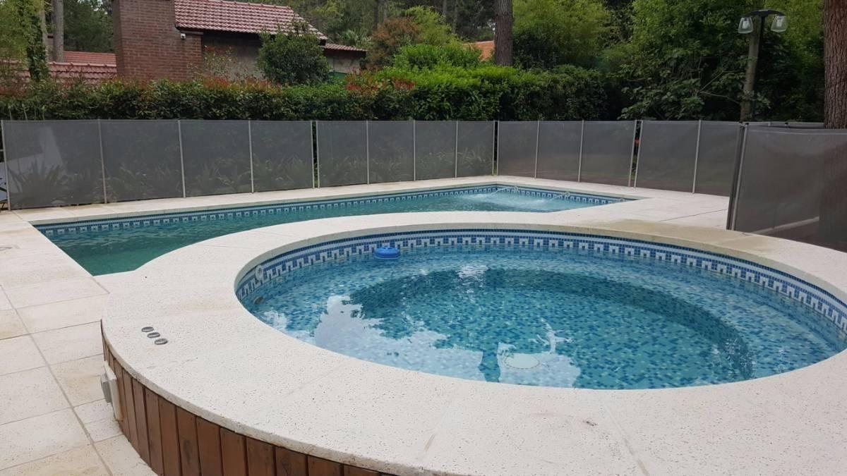 venta casa 4 ambientes con dependencia de servicio pileta y jacuzzi exterior carilo