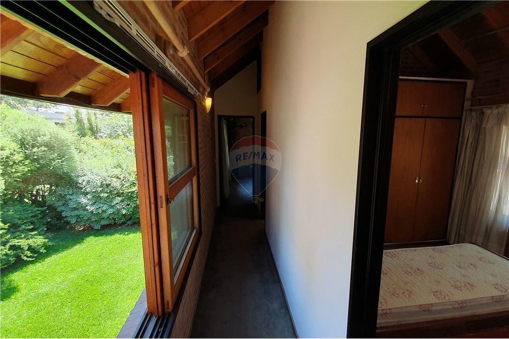 venta casa 4 ambientes con parque - club el carmen
