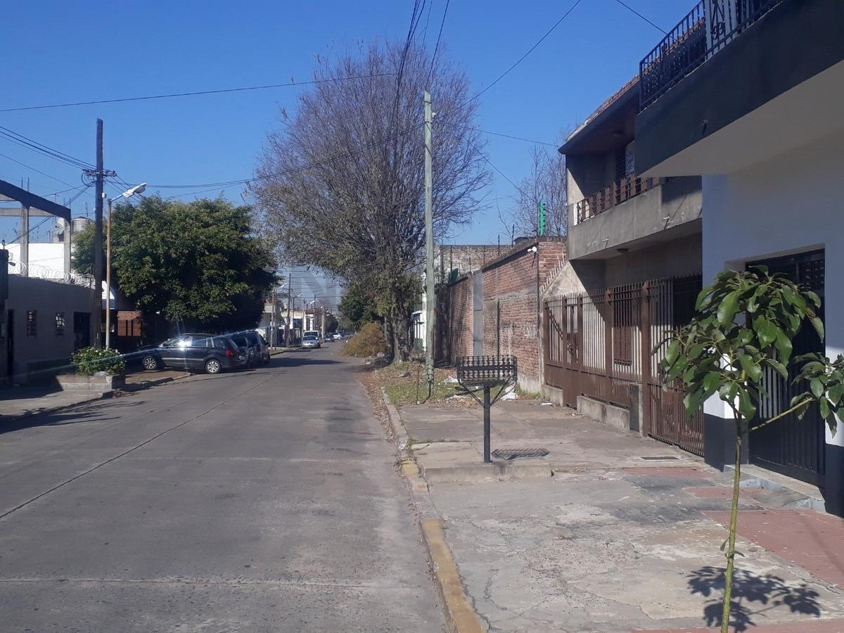 venta casa 4 ambientes  con quincho y  pileta bernal oeste