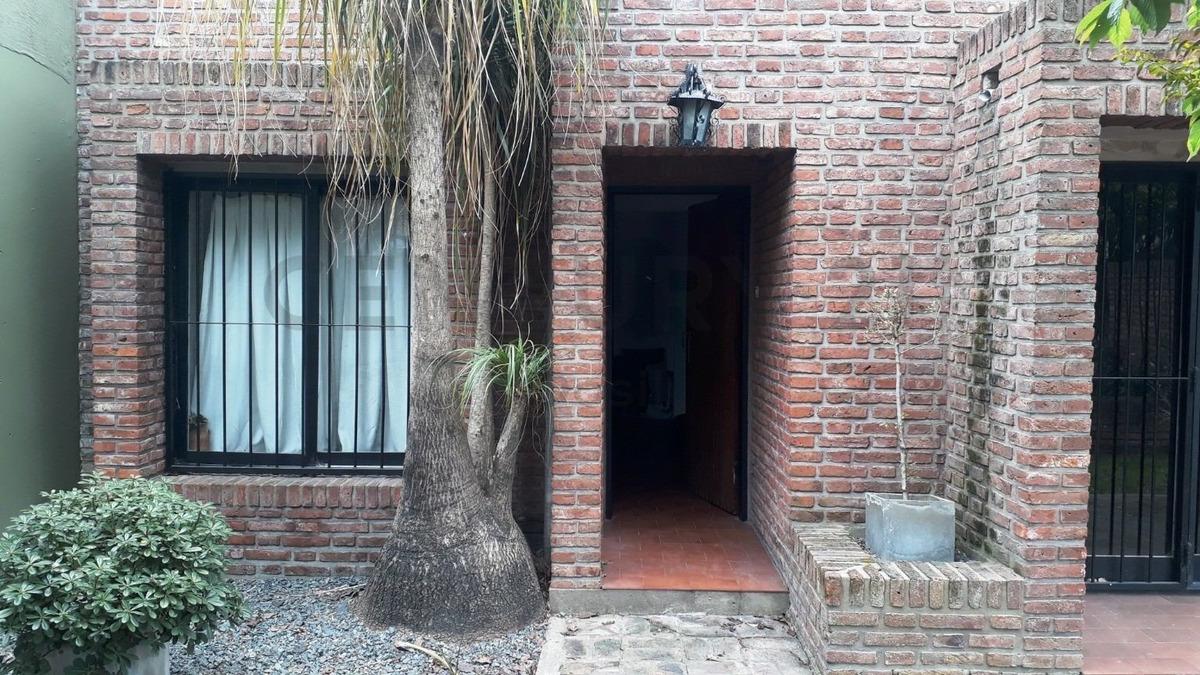 venta casa 4 ambientes c/parque y quincho en ituzaingo norte