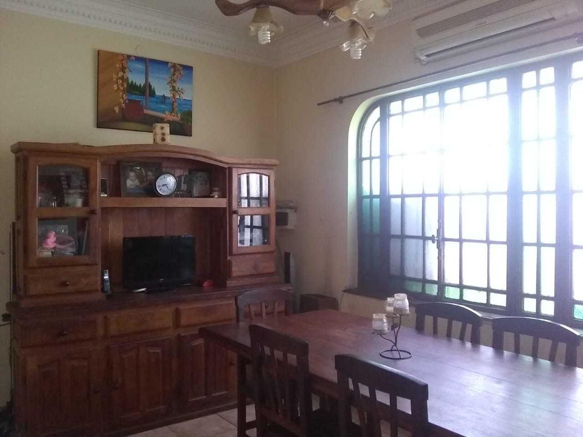 venta casa 4 ambientes en 2 plantas, v. ballester
