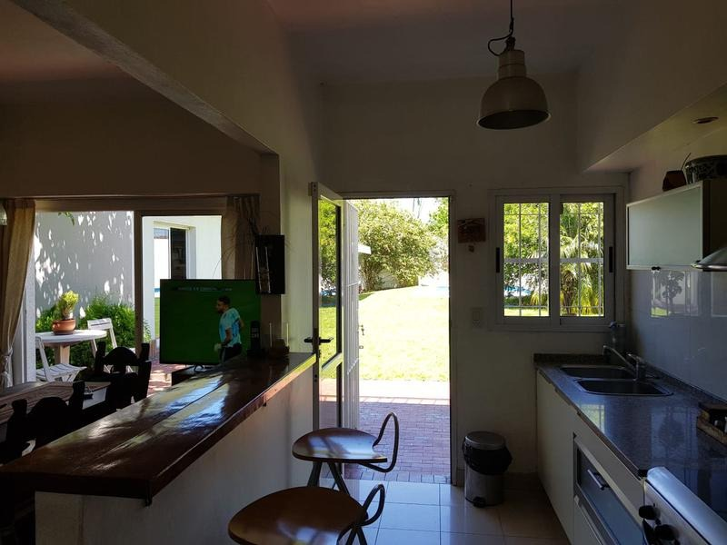 venta casa 4 ambientes ituzaingo dependencia pileta parrilla sum cochera suite