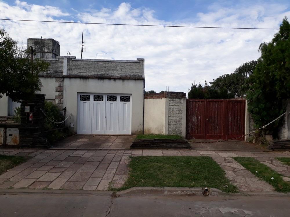 venta casa 4 ambientes merlo con departamento