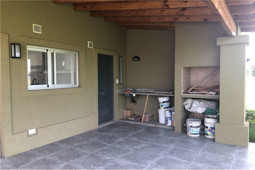 venta casa 4 ambientes san ramiro pilar del este