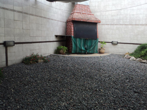 venta casa 4 ambientes tipo duplex , cochera,  fondo liniers