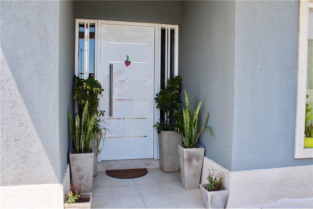 venta casa 4 dorm jardin matheu escobar permuta