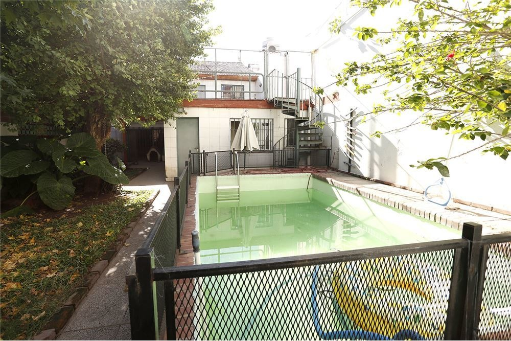 venta casa 4 dorm pileta 8.74 x 32 garage patio