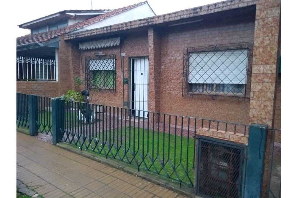 venta casa 4 dormitorios y patio quilmes oeste