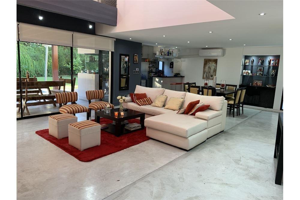 venta casa 5 amb. b°cerrado st. matthew's c/ renta