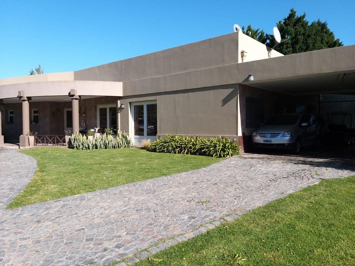 venta casa 5 amb, con parque y pileta. bella vista.