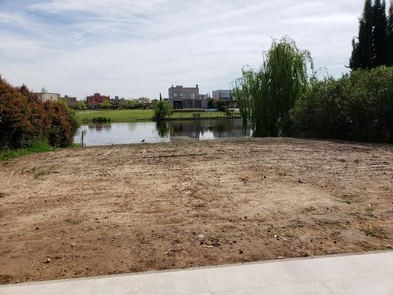 venta casa 5 ambientes a la laguna en villanueva tigre