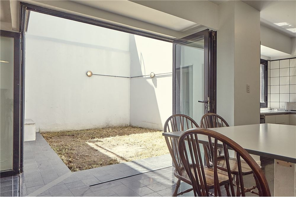 venta, casa 5 ambientes c/cochera-flores