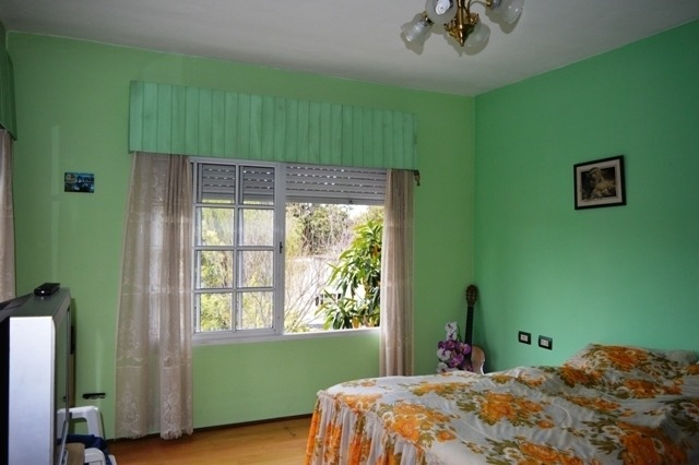 venta casa 5 ambientes con jardín y cochera en glew.