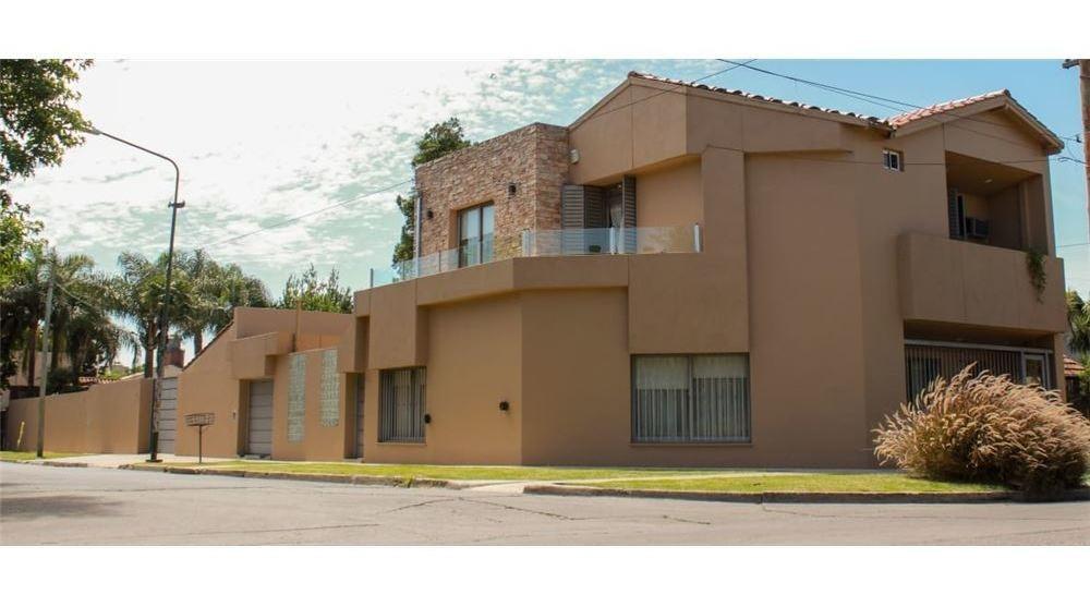 venta casa 5 ambientes con pileta - ituzaingó