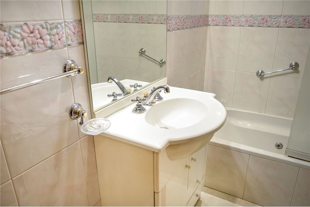 venta casa 5 ambientes en caseros 4 baños 2 garage
