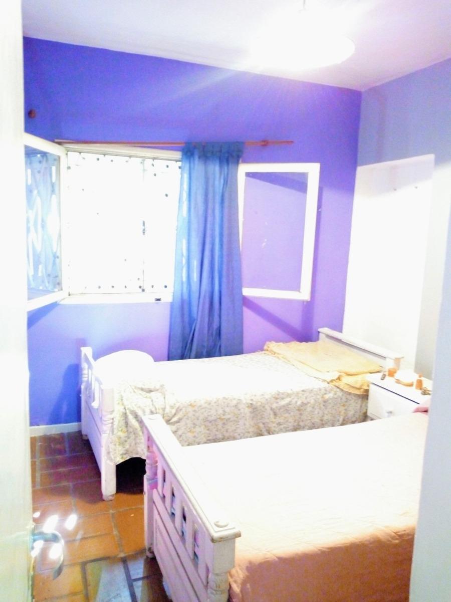 venta casa 5 ambientes, garaje, jardín y pileta.