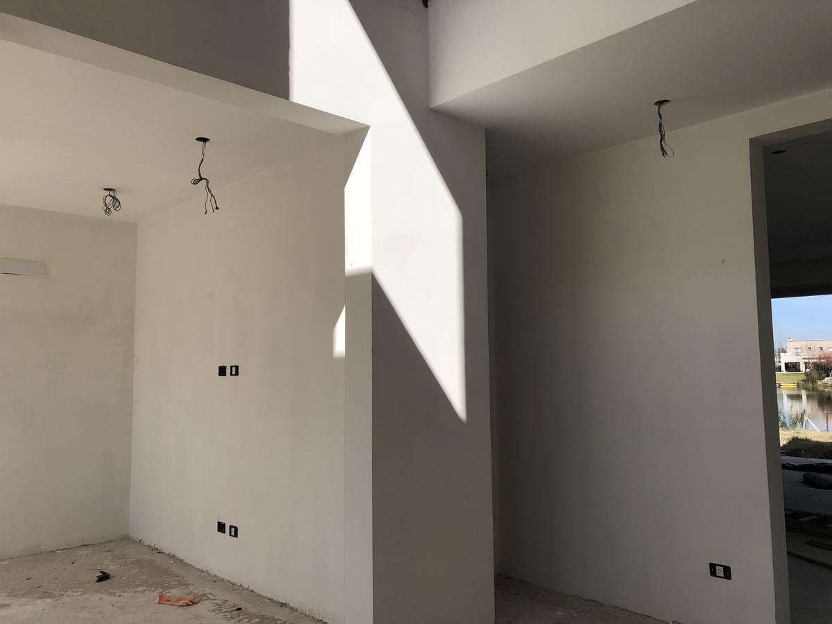 venta casa  5 ambientes  sobre lote al agua, san francisco, villanueva