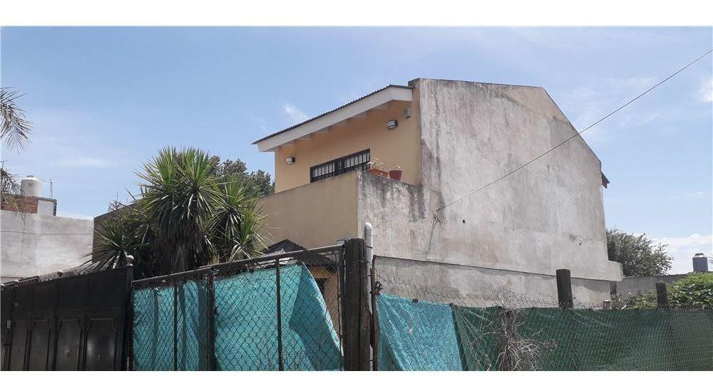 venta casa 5 ambientes.c/parque en moreno!!!