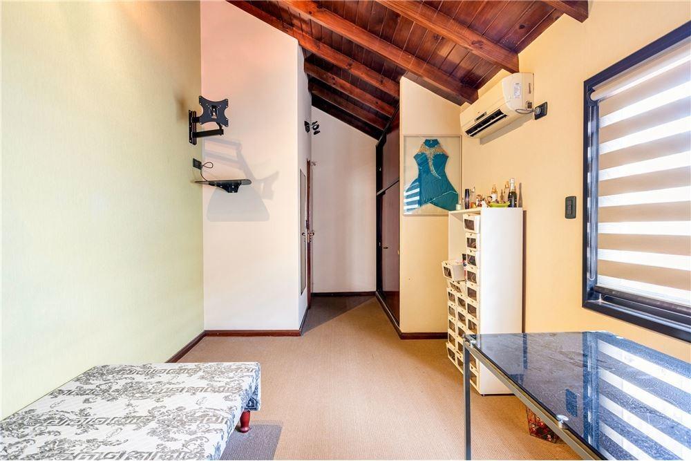 venta casa 6 amb,escritorio,patio,garage v.devoto