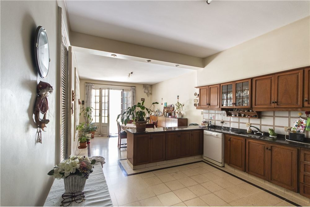 venta casa 6 ambientes con 2 cocheras flores