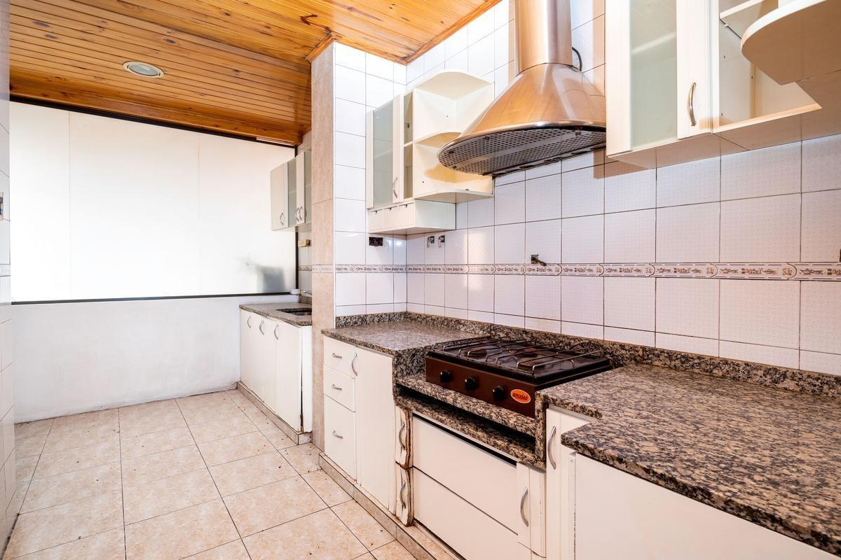 venta casa 6 ambientes con terraza, patio y balcones - caballito