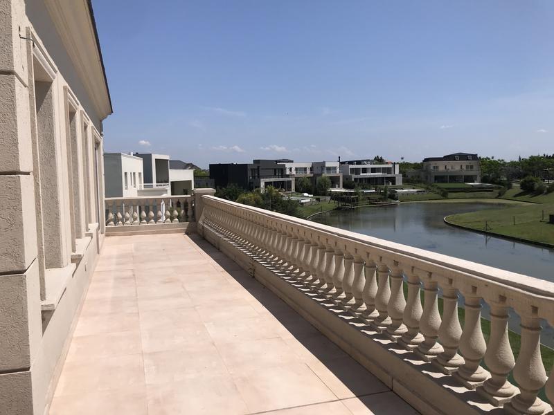 venta casa 6 ambientes lagos del golf  a estrenar estilo francés con costa al agua