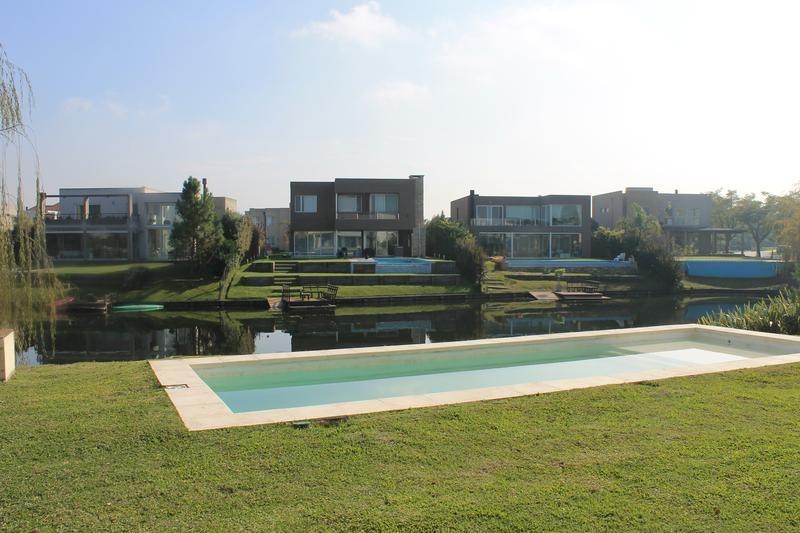 venta casa 6 ambientes los lagos nordelta a la laguna
