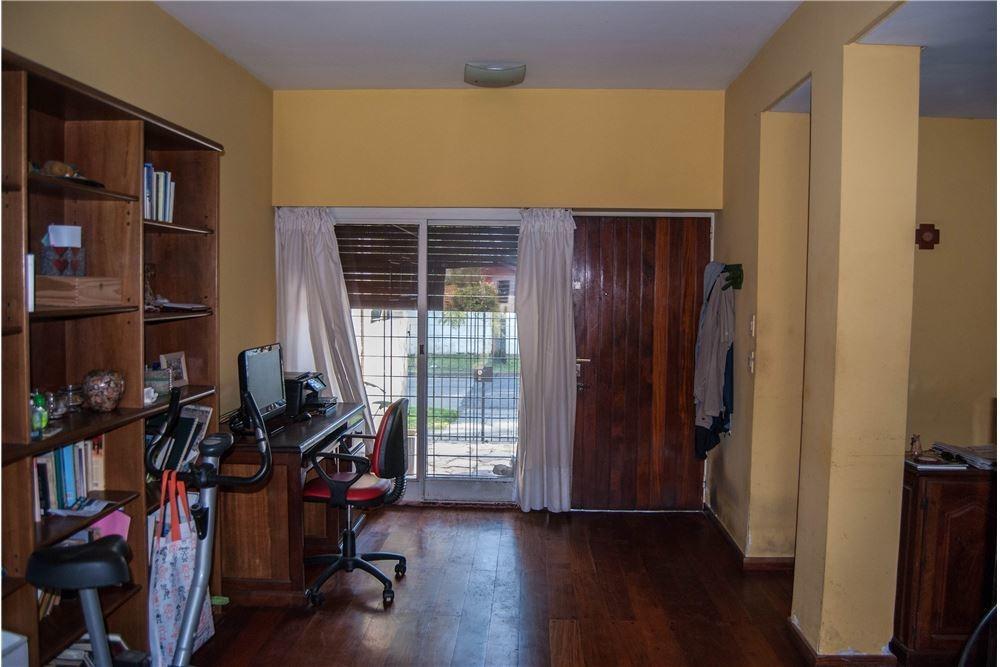 venta casa 6 dormitorios. cochera - pileta. olivos