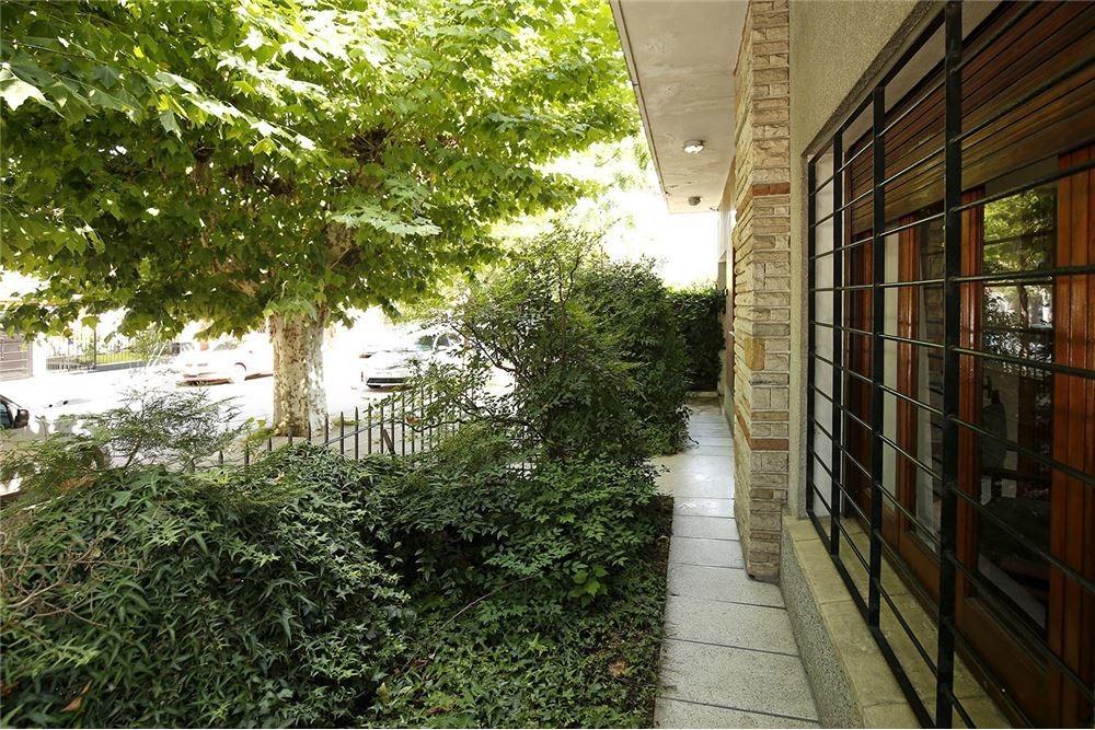 venta casa 7 amb. de 350 m2  frente colegio ward