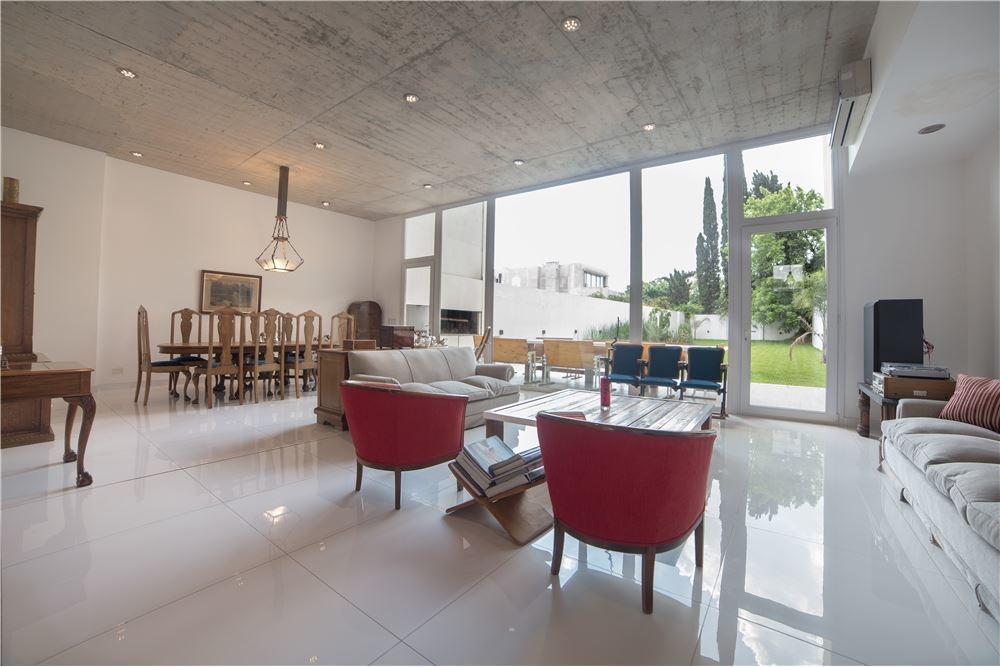 venta casa 7 ambientes bajo belgrano con pileta