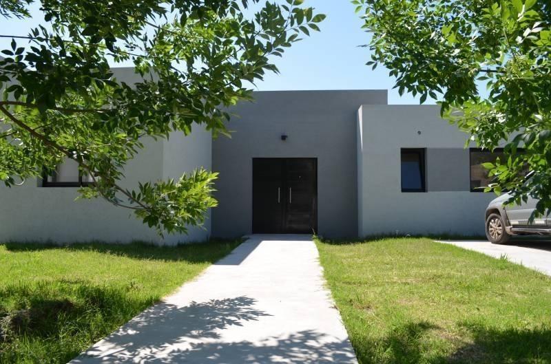 venta casa a estrenar parrilla y pileta - santa guadalupe, pilar del este