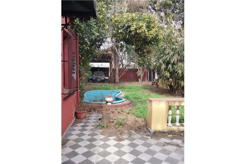 venta-casa a reciclar con espacio verde- alberdi