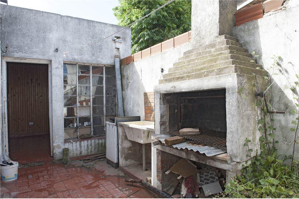 venta, casa a refaccionar, 2 dorm patio la plata