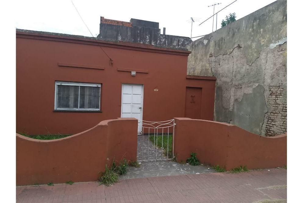 venta casa a refaccionar/terreno caseros