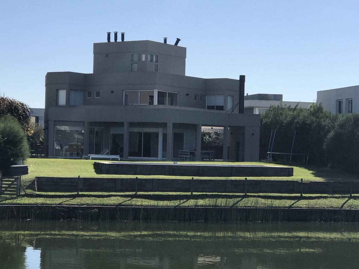 venta casa al agua en cabos del lago, nordelta.