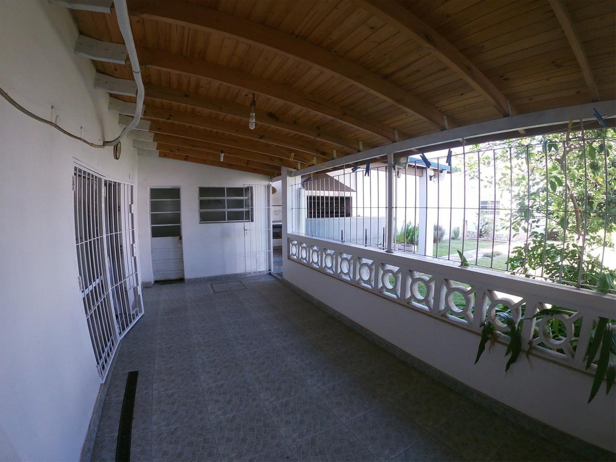 venta casa americana 3 ambientes con quincho y parque