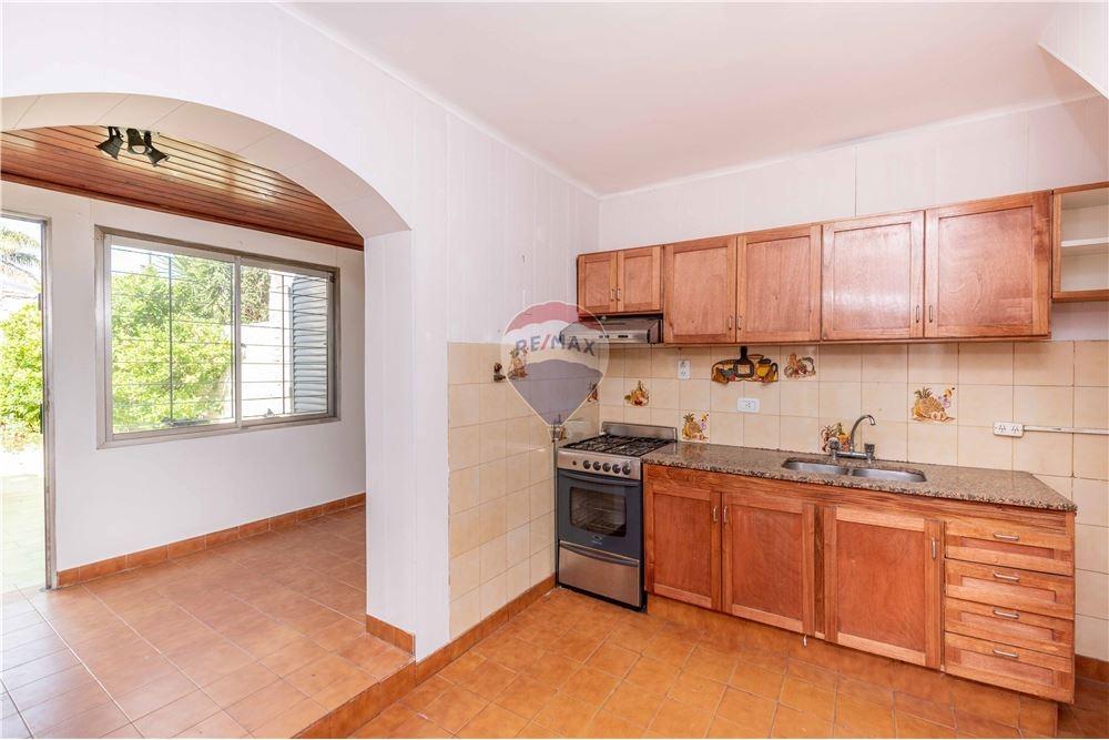 venta casa bernal 4 ambientes 2 cocheras quincho