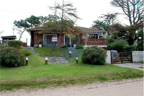 venta casa bien mantenida 3 cuadras de av 3 centro