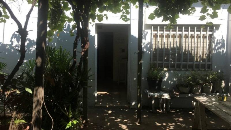 venta -  casa - caseros norte - 3 ambientes lote propio - apto credito
